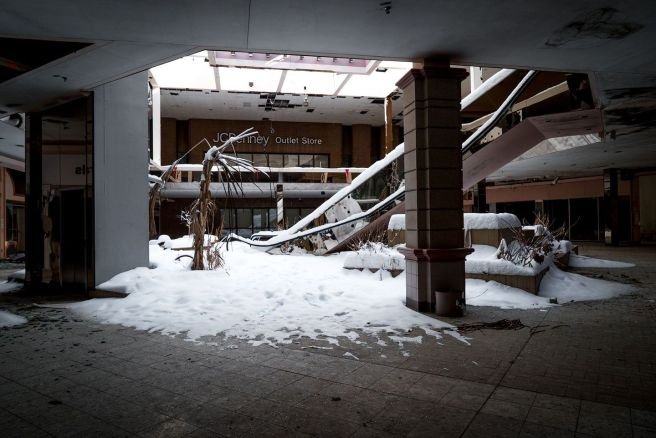 http---mashable.com-wp-content-gallery-abandoned-shopping-mall-filled-with-snow-snowy-abandoned-mall-02.jpg