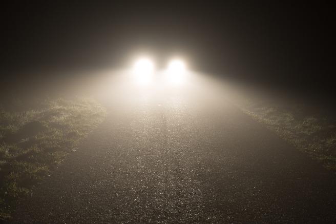 headlights-1449254_1280.jpg