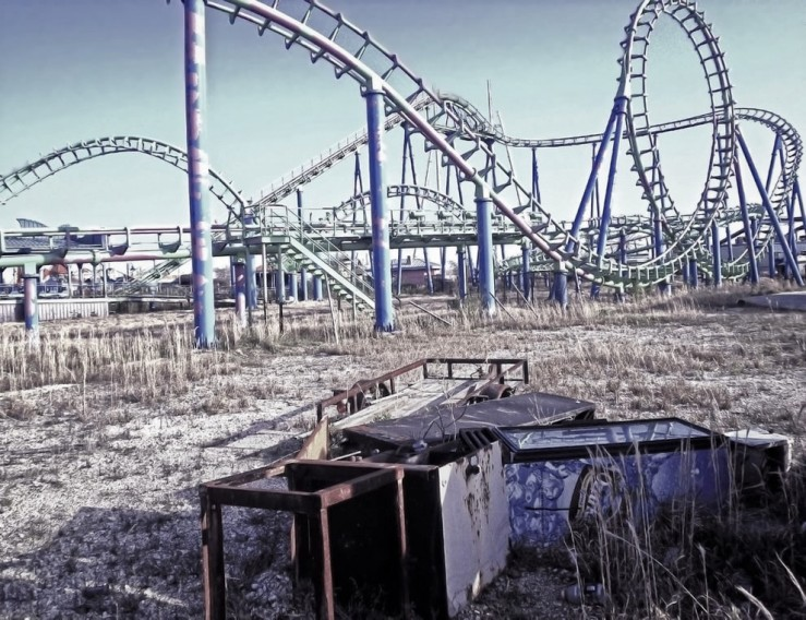 Katrina-Killed-the-Coaster-at-Abandoned-Six-Flags-amusement-park-in-New-Orleans_(7611504786).jpg