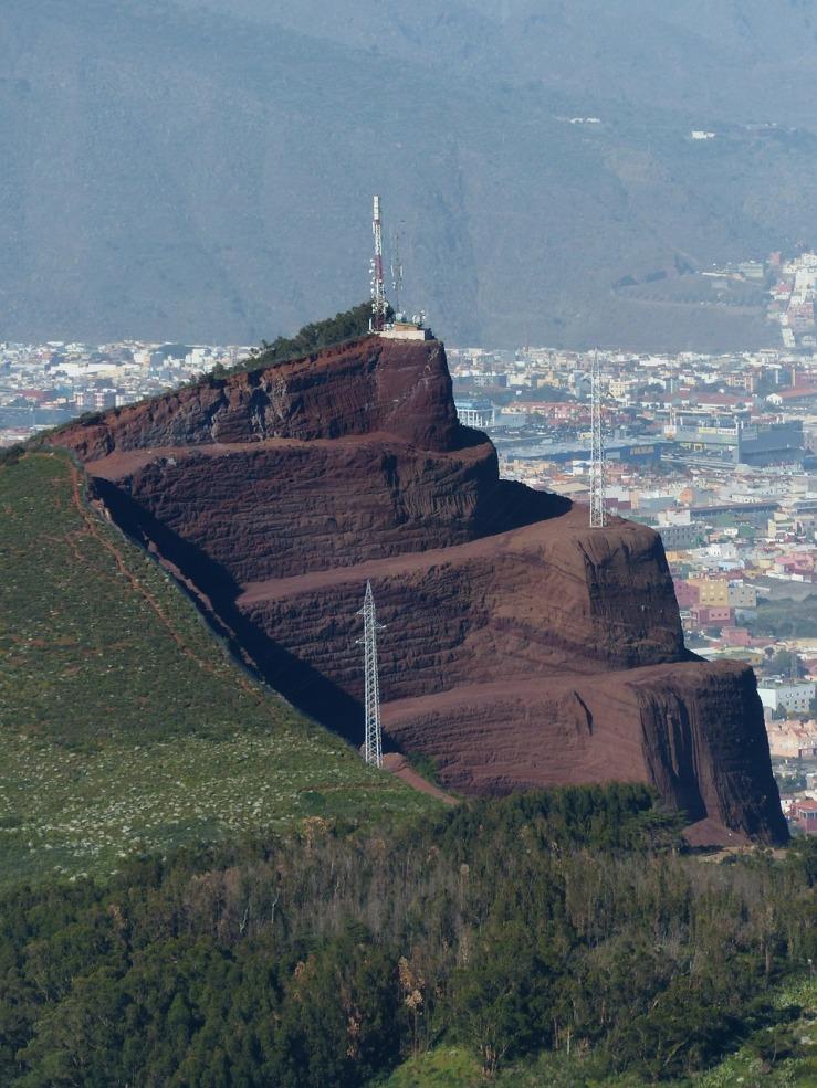 mountain-384374_1280.jpg